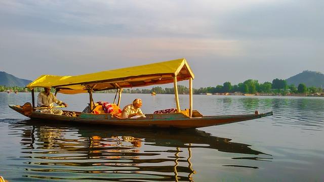 Jezero Dal v Shrinagaru, hlavním městě Kašmíru