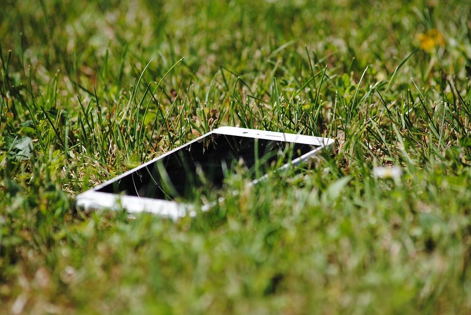 Obal na mobil ve tvaru knížky je oblíbené řešení mezi mladistvými i seniory