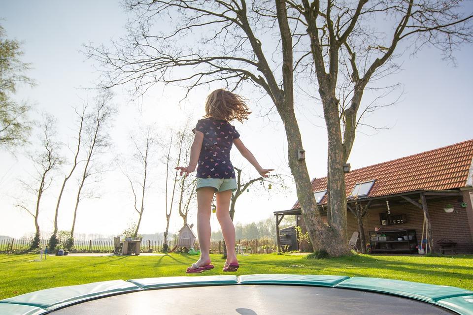 Kde seženeme kryt pružin na trampolínu 305 cm v průměru?