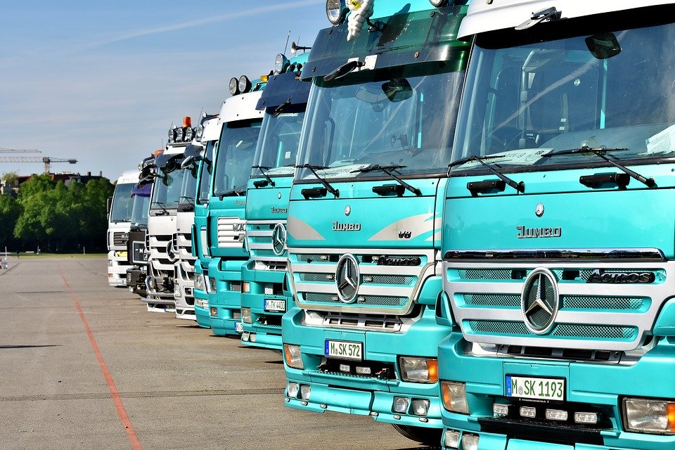 zelené kamiony